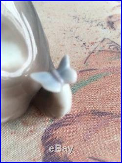 Lladro 6210 Gentle Surprise Dog with Butterfly on Tail Mint! Original Grey Box