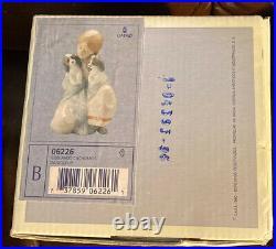 Lladro 6226 Snuggle Up RETIRED! Original Grey Box! Mint! Great Gift! Rare