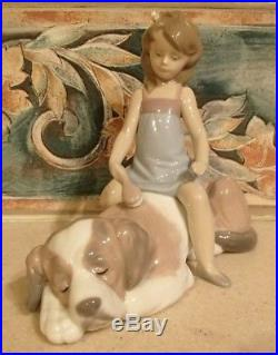 Lladro #6229 Contented Companion girl brushing large dog MINT, no box, RV$285