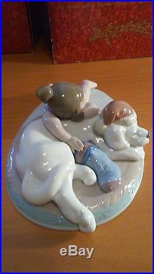 Lladro # 6673 Christmas Buddies Mint with Box Figure Night Before Christmas Dog