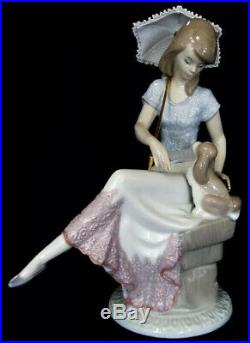 Lladro #7612 Picture Perfect 1989 Lady Sitting With A Dog And Parasol Brand New