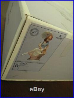 Lladro #7612'Picture Perfect' in Mint Condition in Box Girl withDog & Parasol