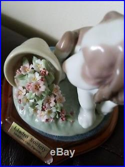 Lladro 7672 It Wasn't Me Dog Collectors Society 1998 Retired with Base