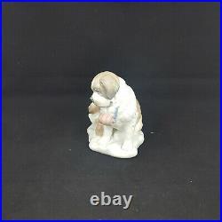 Lladro 8170 Baby Sitting (in originial box)