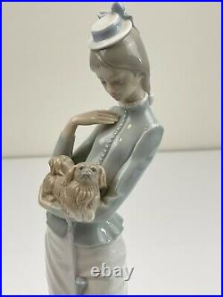 Lladro A WALK WITH THE DOG, Handmade in Spain Porcelain Figurine #4893