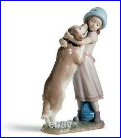 Lladro A Warm Welcome 6903, girl with dog MINT CONDITION