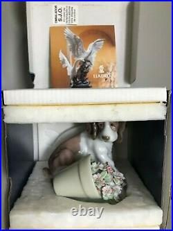 Lladro Collector Society It Wasn't Me #7672 Dog and Flower Vase MINT with box