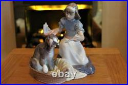 Lladro Figure Group 5921 Take Your Medicine Girl Giving Poorly Dog Medicine