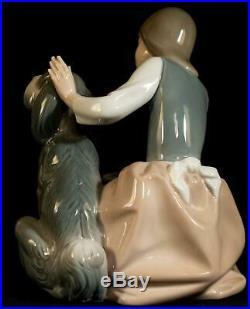 Lladro Figurine 1334 Girl Feeding Dog Chow Time