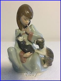Lladro Figurine 5640 Cat Nap Mint Condition, Girl with Dog & Sleeping Cat (B)