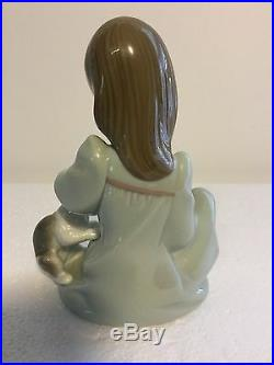 Lladro Figurine 5640 Cat Nap Mint Condition, Girl with Dog & Sleeping Cat (B)