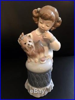 Lladro Figurine #6635 Mi Lindo Perrito My Pretty Puppy #6635 withBox