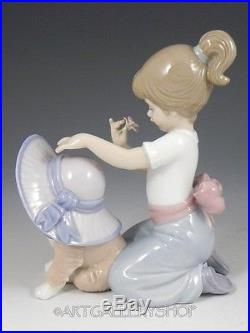 Lladro Figurine AN ELEGANT TOUCH GIRL WITH DOG HAT FLOWERS #6862 Mint BOX