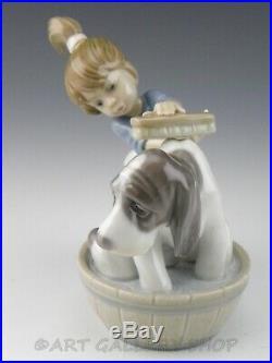 Lladro Figurine BASHFUL BATHER GIRL BATHING BASSET DOG #5455 Retired Mint Box