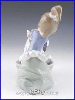 Lladro Figurine BASHFUL BATHER GIRL WITH DOG #5455 Retired Mint