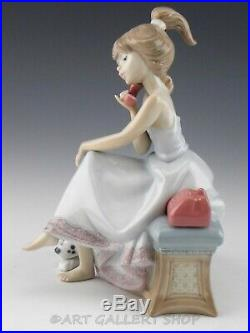 Lladro Figurine CHIT CHAT GIRL WITH PHONE & DOG #5466 Retired Mint Box