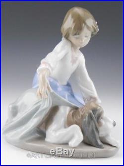 Lladro Figurine DOG'S BEST FRIEND GIRL WITH PUPPY DOG #5688 Retired Mint