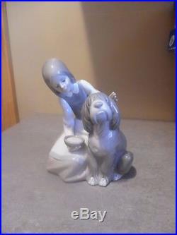Lladro Figurine, Girl with dog Rare Retired #1334 aka chow time