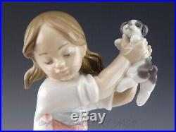 Lladro Figurine PICK OF THE LITTER GIRL DOG PUPPIES #7621 Retired Mint Box