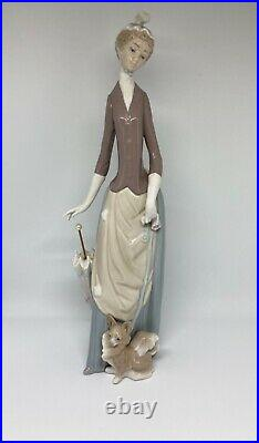 Lladro Figurine Woman with Dog and Parasol reference 4761
