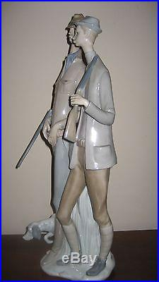 Lladro HUNTERS with dog Porcelain figurine No. 1048 BROKEN RIFLE