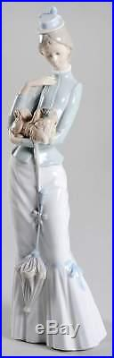 Lladro LLADRO FIGURINES Walking With The Dog 1678385