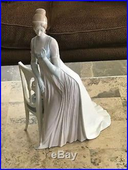 Lladro Lady Empire # 4719 Tall Chair And Dog BRILLIANT WORK OF ART'STATELY