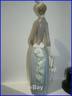 Lladro Lady Holding Parasol Small Dog Papillon 4761 Woman Retired Beautiful Fab