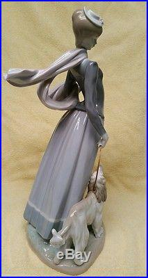 Lladro- Lady With Shawl and Dog #4914 PERFECT except missing umbrella