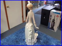 Lladro Lady with Dog & Umbrella (#4761 Retired!) Figurine 14 Nice