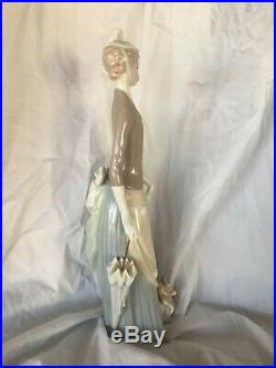 Lladro Lady with Dog & Umbrella (#4761 Retired!) mint condition with no box