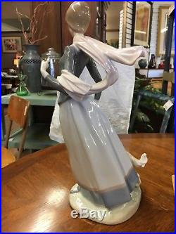 Lladro Lady with Shawl #4914 15 1/2 Tall Walking Dog (No Umbrella)