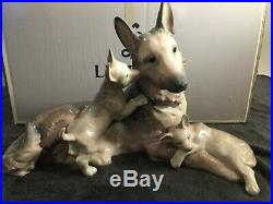Lladro Large German Shepard Dog with Puppies 6454 Mint Condition with BOX