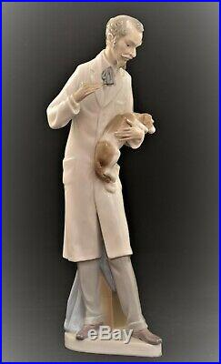 Lladro Large Retired Figurine #4825 Veterinarian Doctor With Dog