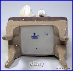 Lladro Looking Pretty #6688 2 Maltese Dogs On Foot Stool Msrp $490 Mib
