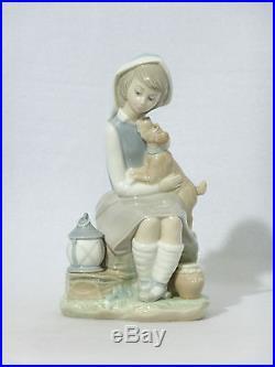 Lladro Porcelain GIRL SITTING WITH DOG & LANTERN Figurine #4910