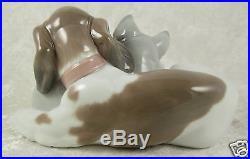 Lladro Porcelain Sculpture 6599 Bosom Buddies Dog Cat Kitten 3.75Hx7Wx4inD Spain
