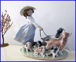 Lladro Privilege Puppy Parade #6784 Girl Taking Dogs For Walk Figurine 2000