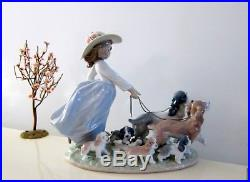 Lladro Privilege Puppy Parade #6784 Girl Taking Dogs For Walk Figurine 2000