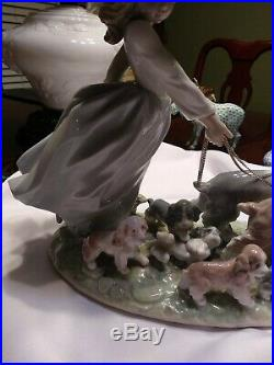 Lladro Privilege Puppy Parade #6784 Girl Walking Dogs Fast Shipping