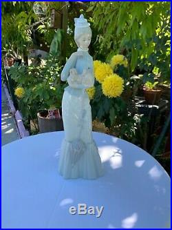 Lladro Retired Woman with Pekinese Dog and Parasol Mint Condition # 2
