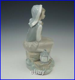 Lladro Spain Porcelain 4910 Girl With Puppy Dog And Lantern Figurine Retired