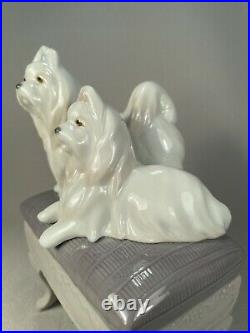 Lladro Spain Porcelain Figurine Of Two Maltese Dogs On A Bench, Retired 2004