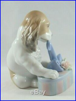 Lladro Spaniel Dog With Gift 8312 Can't Wait