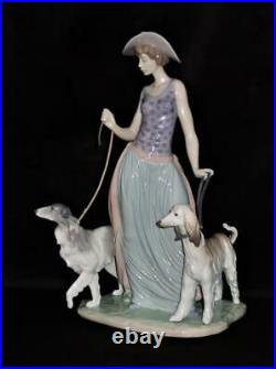 Lladro Spanish Porcelain Figurine 5802 ELEGANT PROMENADE Woman Walking Dogs