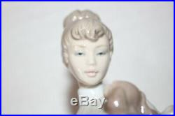 Lladro TRAVELING COMPANIONS 6753 Woman with Umbrella Suitcase Holding Dog SPAIN