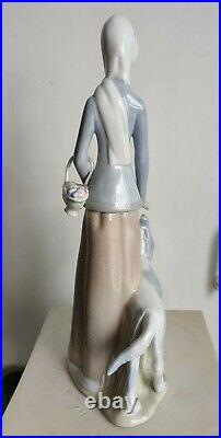 Lladro Tengra Woman with Basket and Setter Dog Porcelain Figurine 15 Spain Rare