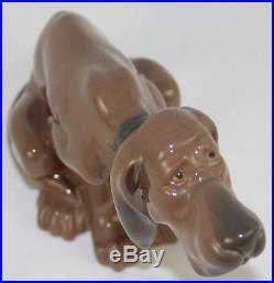 Lladro Timid Dog #5111 Figurine Bloodhound Sitting Perfect