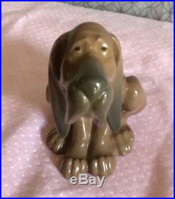 Lladro Timid Dog #5111 Figurine Siting Bloodhound Excellent Vntg Preowned Cond
