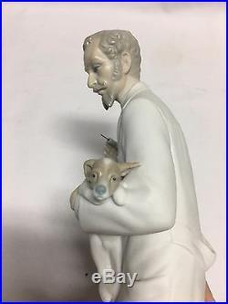 Lladro Veterinarian Holding Dog Matte Figurine #4825 Mint No Box 13 1/2